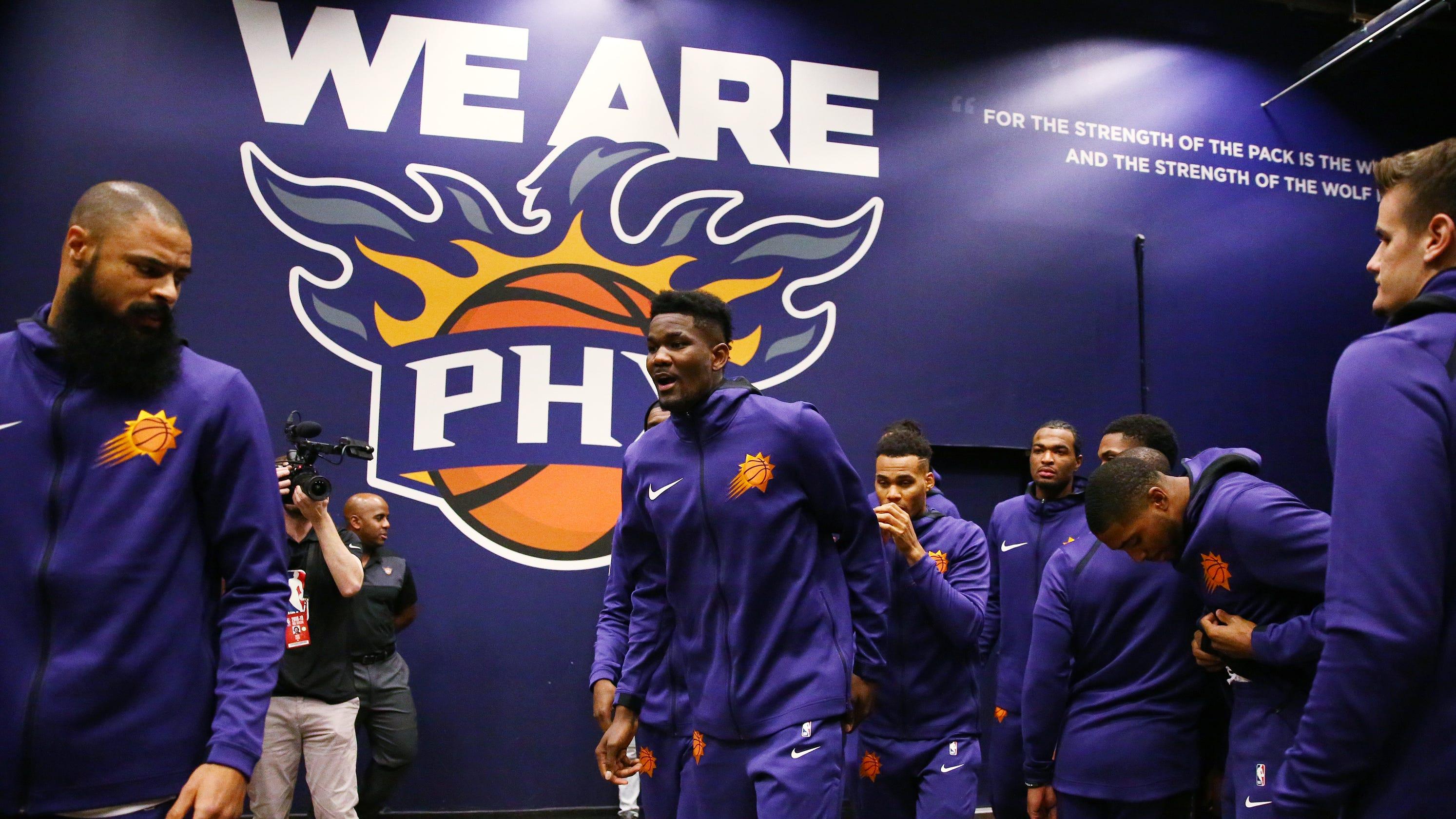 db83a0324cd Phoenix Suns  Deandre Ayton gets a bit starstruck meeting Golden State  Warriors on the court