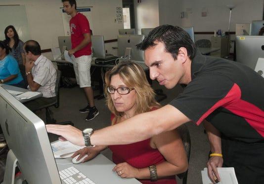 Ofrecen Talleres Para Integrar A Los Hispanos Al Mundo De Las Computadoras