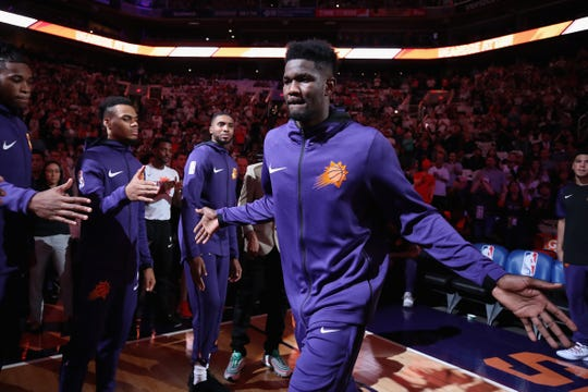 Deandre Ayton, quien fue seleccionado #1 en el draft por Phoenix Suns, tuvo una muy buena participación en el juego inaugural.