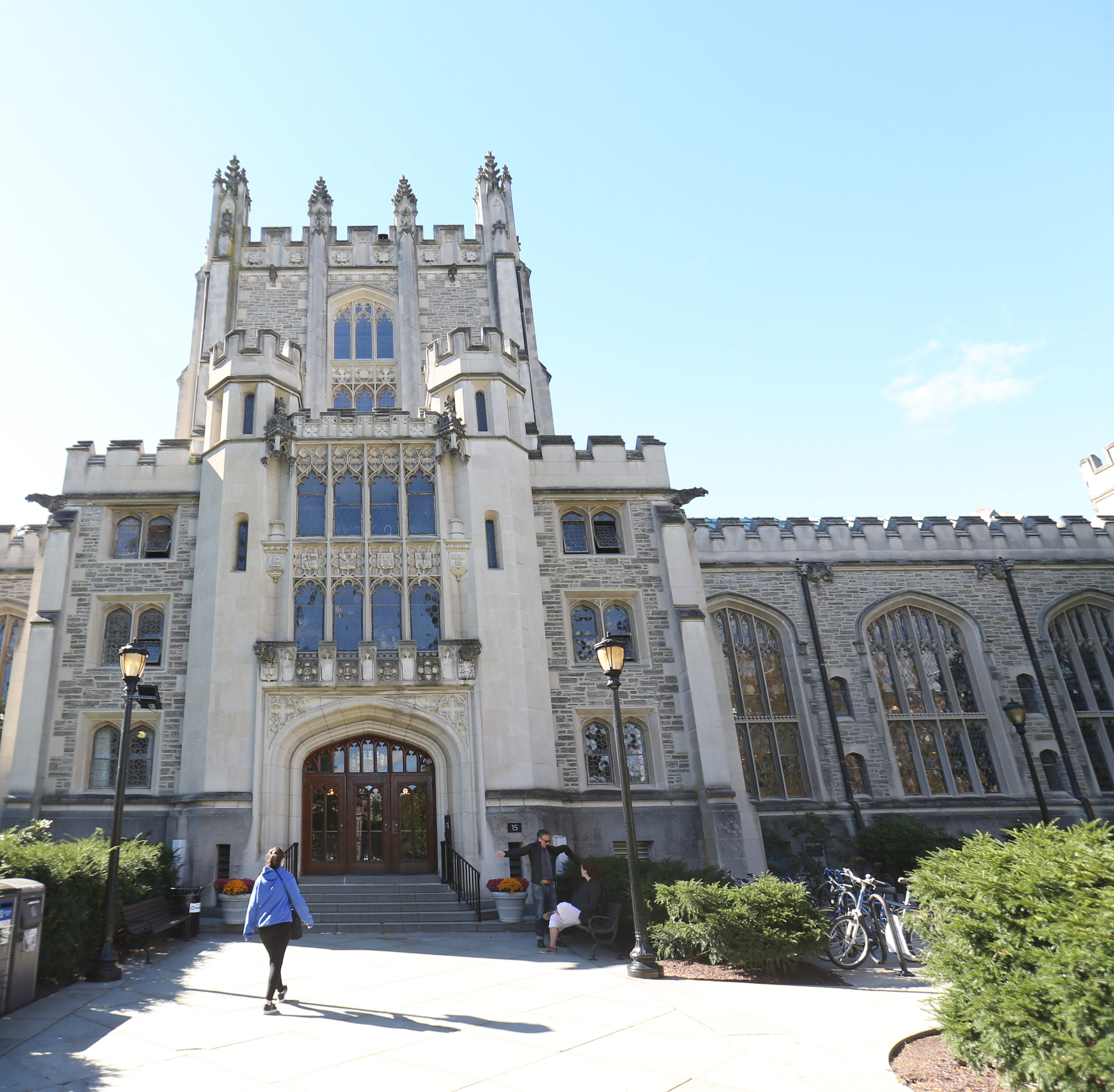 Report: Man exposed himself to Vassar students; police searching