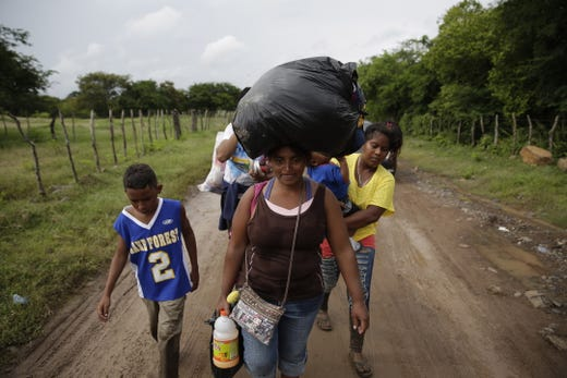 A group of Honduran migrants on the border of Honduras with El Salvador continue their journey to the US at El Amatillo, eastern Honduras, Oct. 18, 2018.