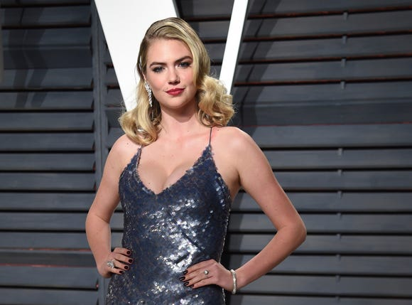 Kate Upton arrives at the Vanity Fair Oscar Party on Feb. 26, 2017 in Beverly Hills, Calif.