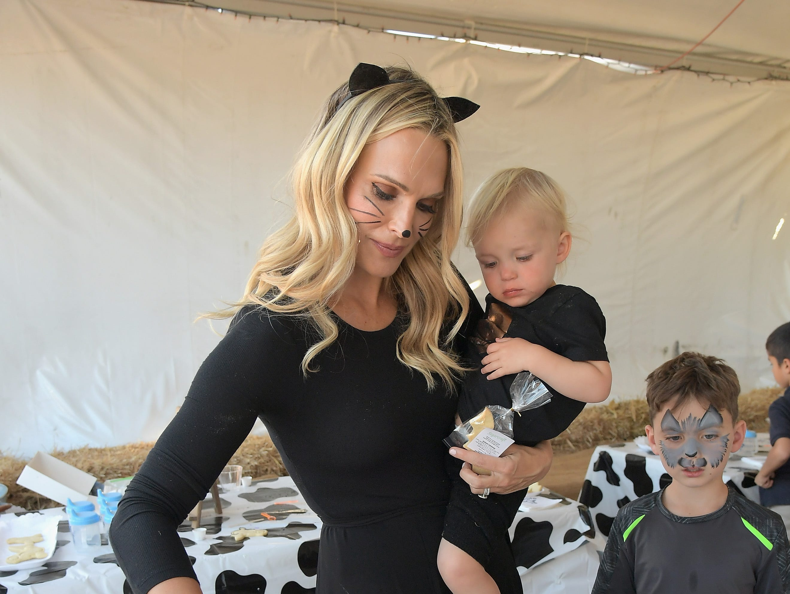 CULVER CITY, CA - OCTOBER 15:  Molly Sims and Grey Douglas Stuber attend The fairlife Family Fun Festival Hosted by fairlife Ultra-Filtered Milk at Mr. Bones Pumpkin Patch on October 15, 2018 in Culver City, California.  (Photo by Charley Gallay/Getty Images for fairlife ) ORG XMIT: 775241654 ORIG FILE ID: 1052220234