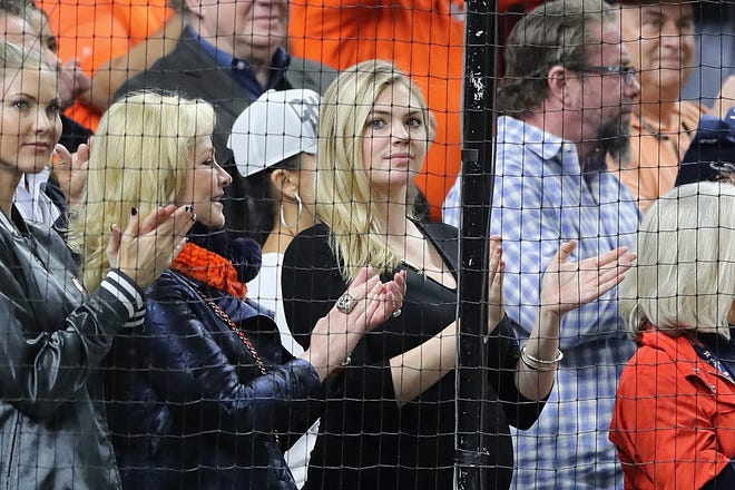 Kate Upton cheers on the Astros during Game 4 of the ALCS.