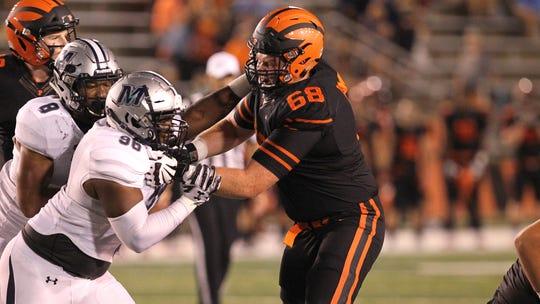 David Hoffman blocks for Princeton.