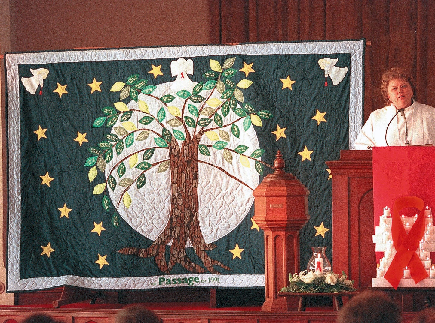 "VOL.1/PAGINATE/NEWS/COLOR- Sandy O' Steen speaks during the dedication of the ""Tree of Life"" quilt  Sunday afternoon at South Bluff United Methodist Church to commemorate World AIDS Day.  12/1/96 David Adame"