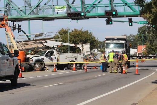 Clarksville traffic: Crash shuts down Riverside Drive injures 5