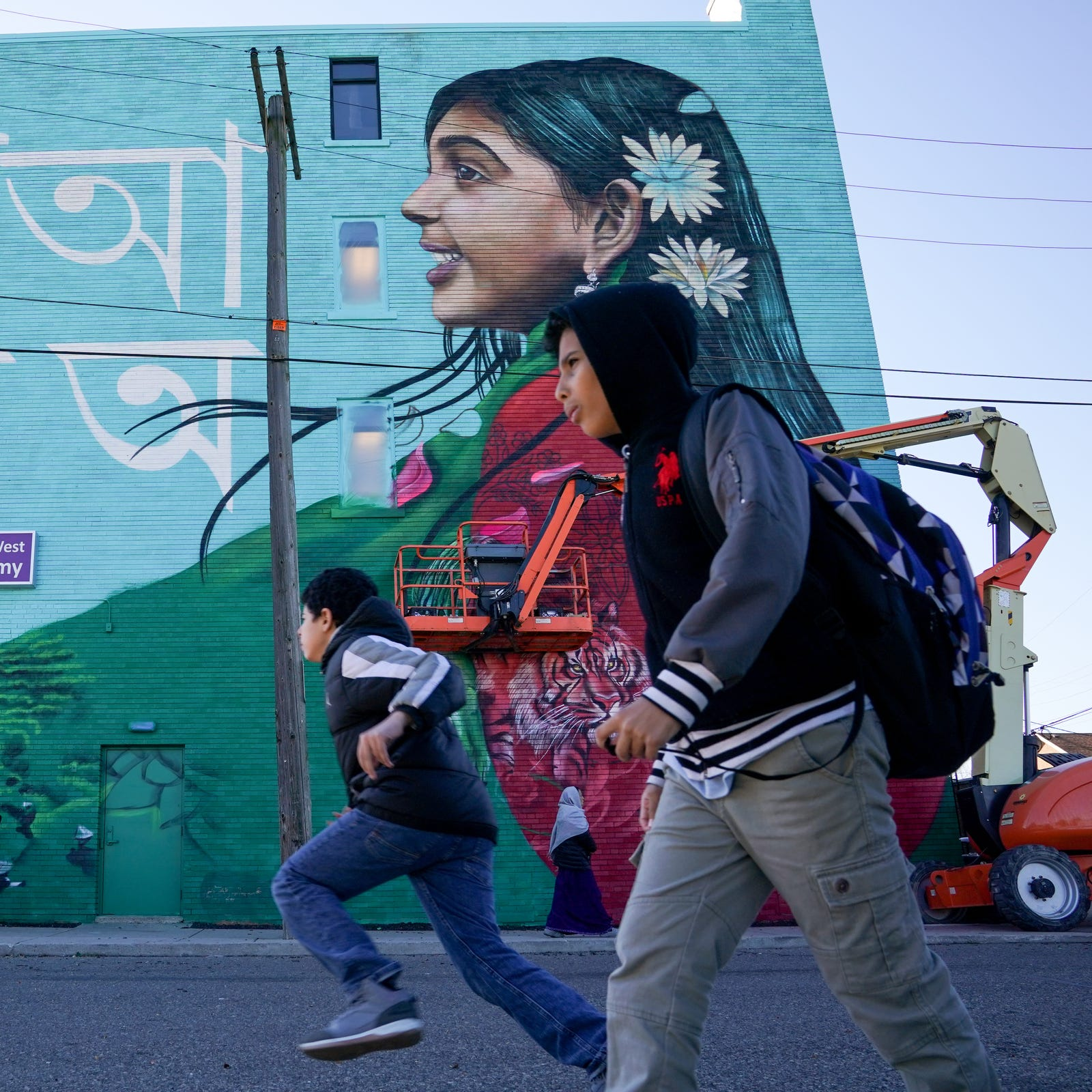 New mural celebrates Bangladeshi community of Detroit, Hamtramck