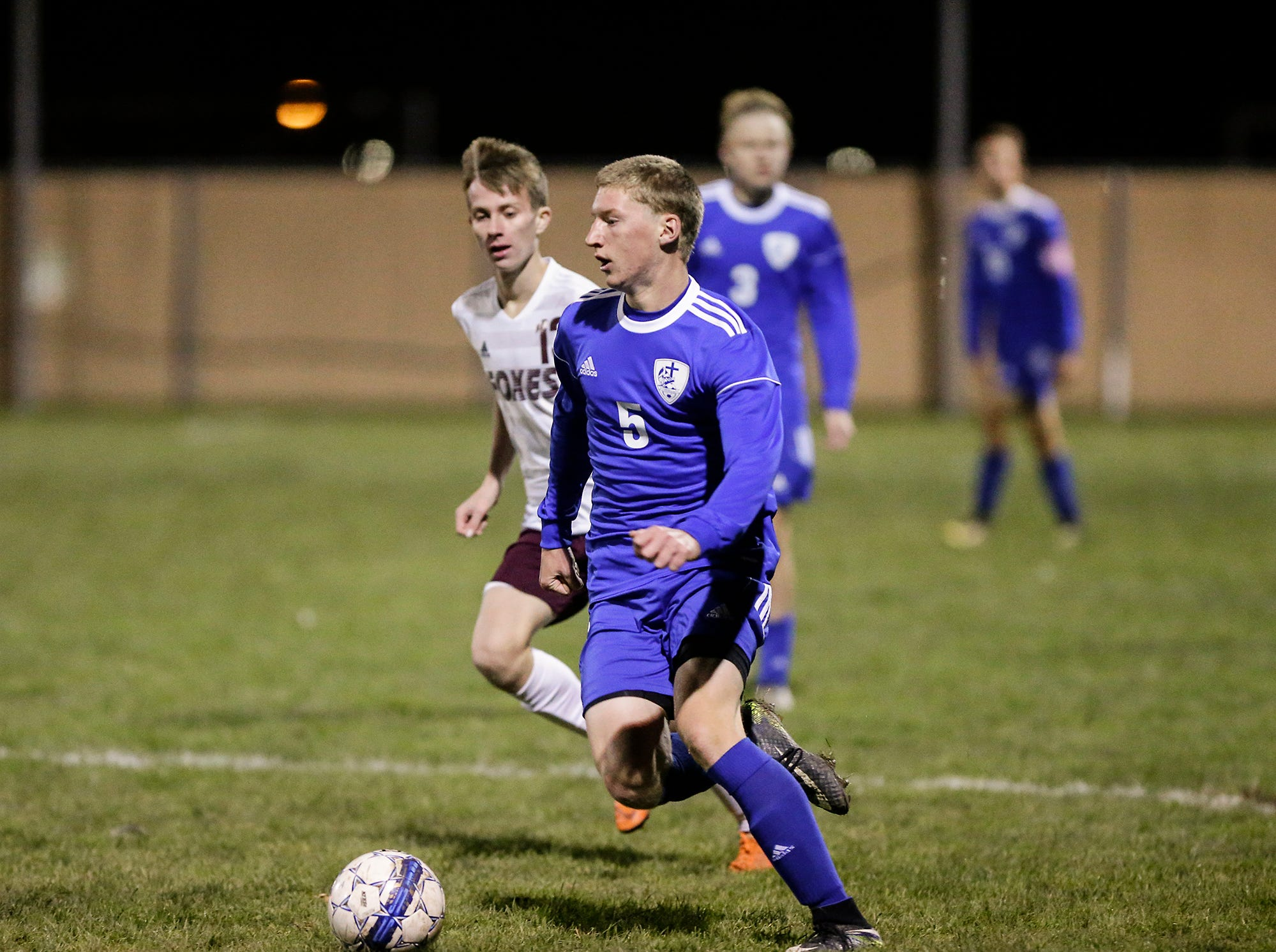 Winnebago Lutheran Academy soccer's Nathan Pausma works his way down the field against Omro High School during their WIAA regional playoff game Thursday, October 18, 2018 in Fond du Lac, Wisconsin. Doug Raflik/USA TODAY NETWORK-Wisconsin
