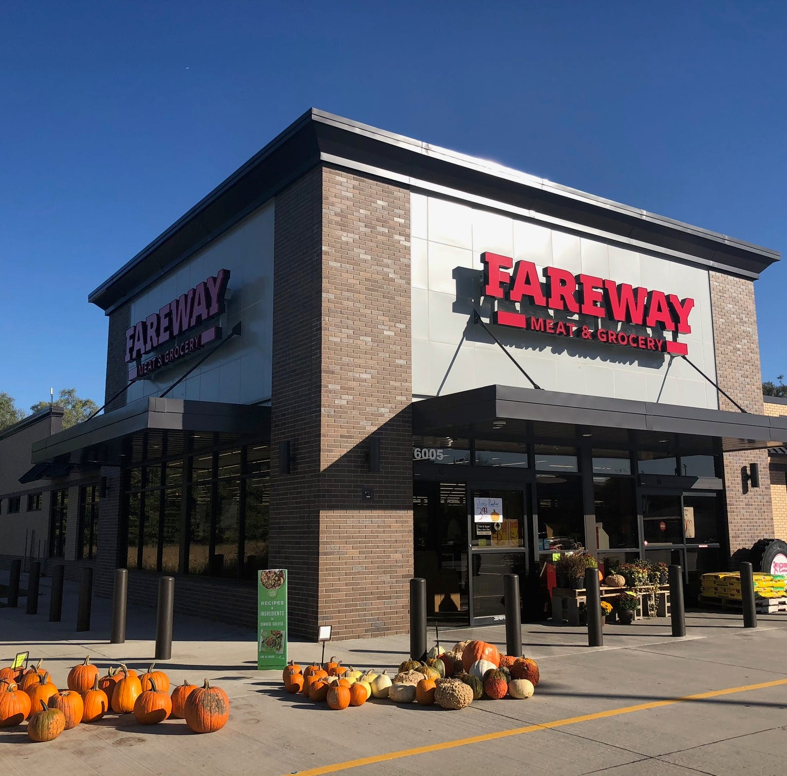 Fareway offers employees help paying off student loans