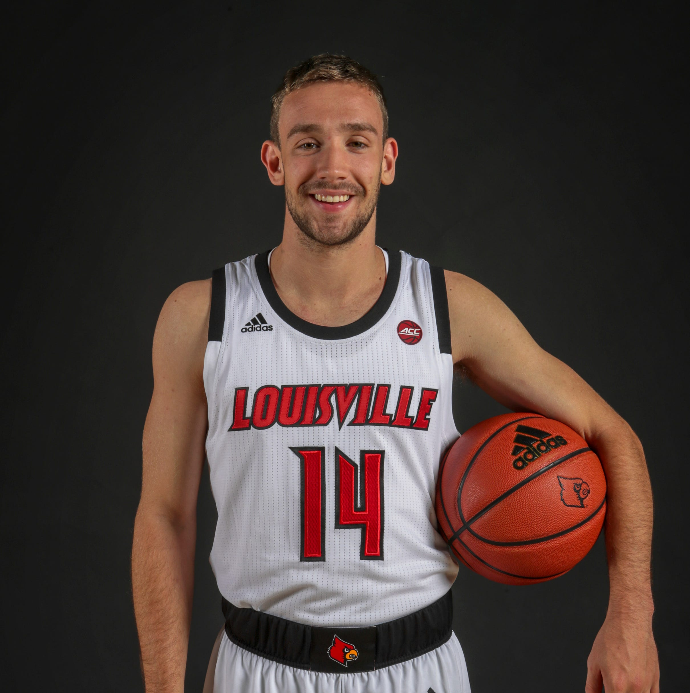 Louisville basketball's 'pep guy' joins team 30 days after tryout