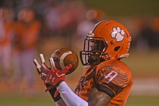 Mansfield Senior's Angelo Grose hauls in a touchdown pass in the first quarter during the Tygers' game with Mount Vernon last season.