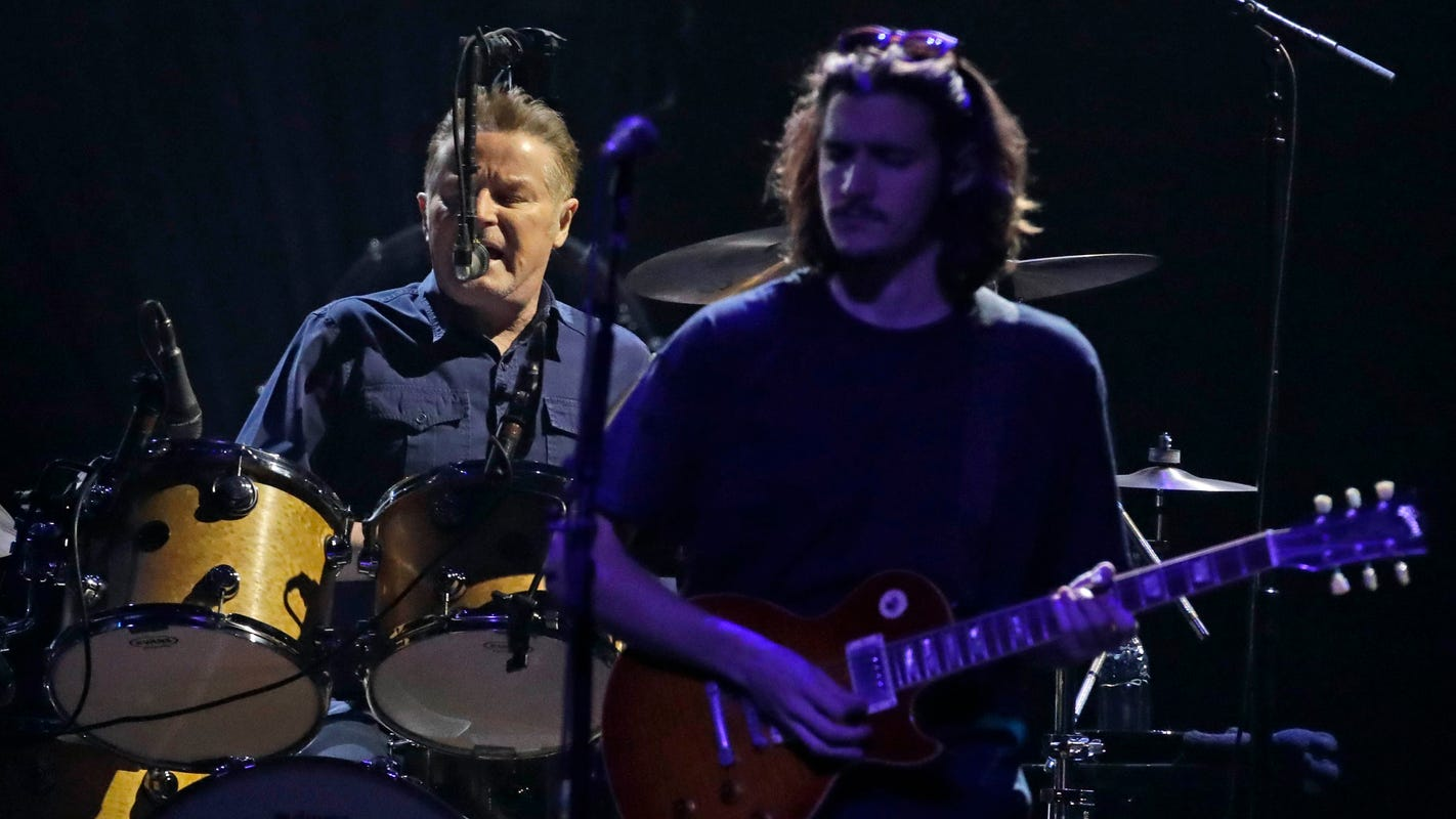 With Glenn Frey's son, the Eagles soar at Fiserv Forum in