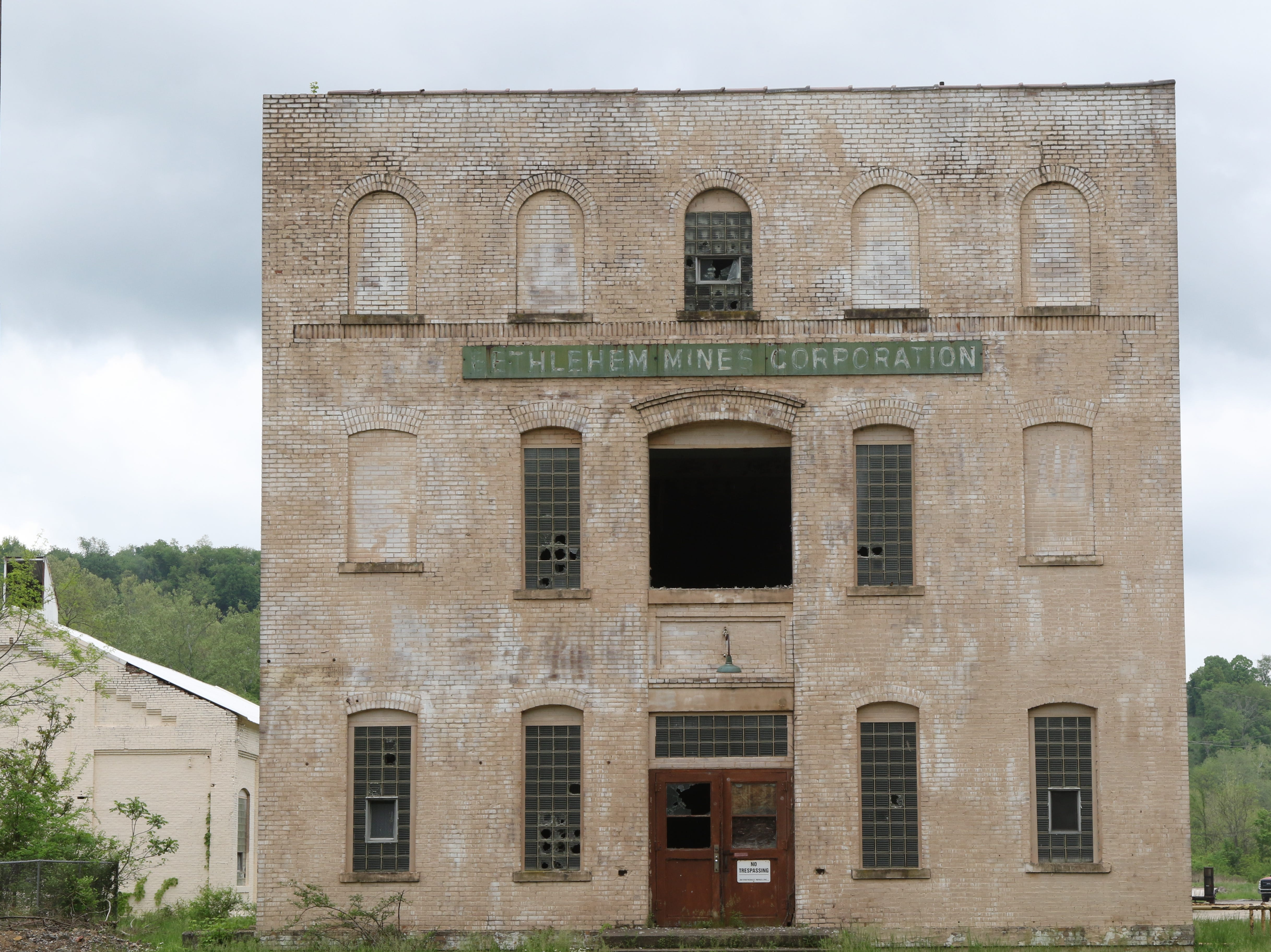 An abandoned building at the Bethlehem Mining Corporation in Marianna.