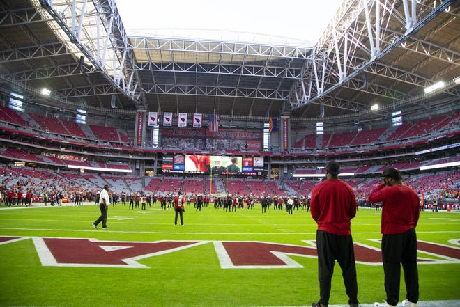 Arizona Cardinals open up the roof at State Farm Stadium for the Oct. 18, 2018 game against the Denver Broncos.