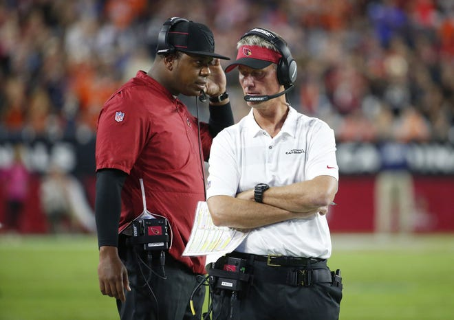 Arizona Cardinals quarterback coach Byron Leftwich, left, talks with offensive coordinator Mike McCoy on the sidelines during Thursday night's loss to Denver.