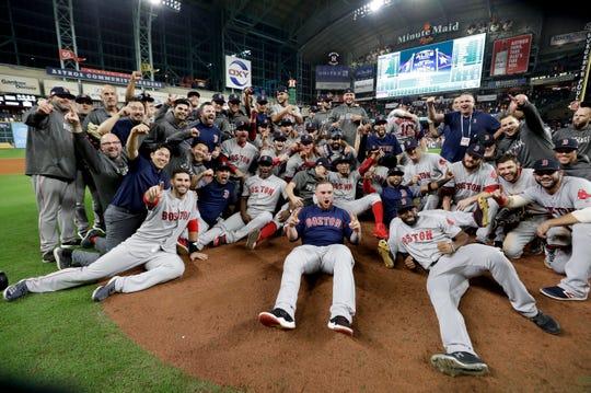 Los Medias Rojas de Boston posan para la foto luego de conquistar el campeonato de la Liga Americana.