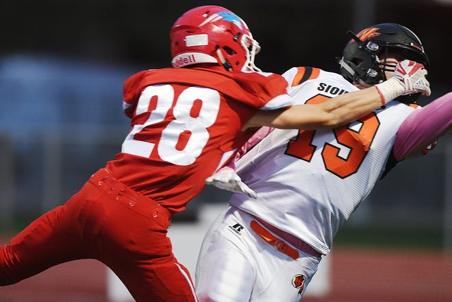 Washington's Tyus Hanson goes against Lincoln's Spencer Wasmund during the game Thursday, Oct. 18, at Howard Wood Field in Sioux Falls.