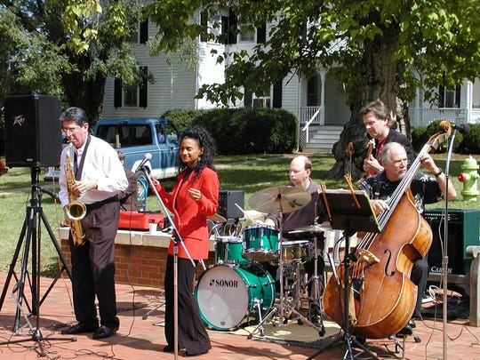 Dee Dee Bellson, daughter of world-famous musicians Pearl Bailey and Louie Bellson, performs with Harris Levy, saxophone, Bert Carlson, guitar, Phil Riddle, drums, and Lew Morrison, bass, in 2000.