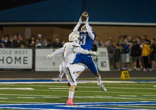 Dixie WR Nate Mahi makes a big catch during the Flyers' 21-7 win over Desert Hills on Oct. 18, 2018. Mahi leads the team in receptions, receiving yards and receiving touchdowns on the season.