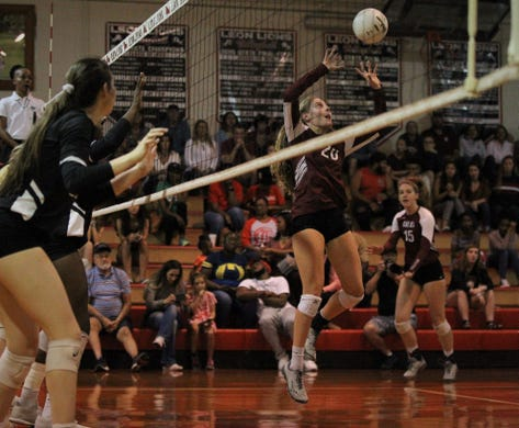Leon volleyball runs district win streak to 22, captures fourth straight district title
