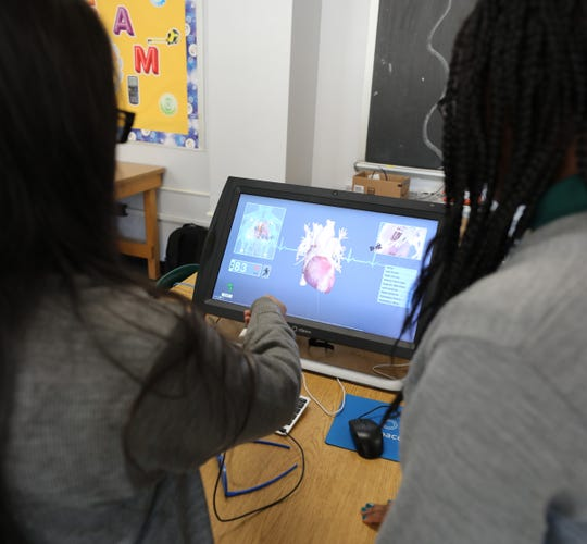 Saint Barnabas High School students check out an image of a heart on new virtual reality equipment, Oct. 19, 2018. The equipment was obtained through an A Community Thrives grant, from the Gannett, Co.