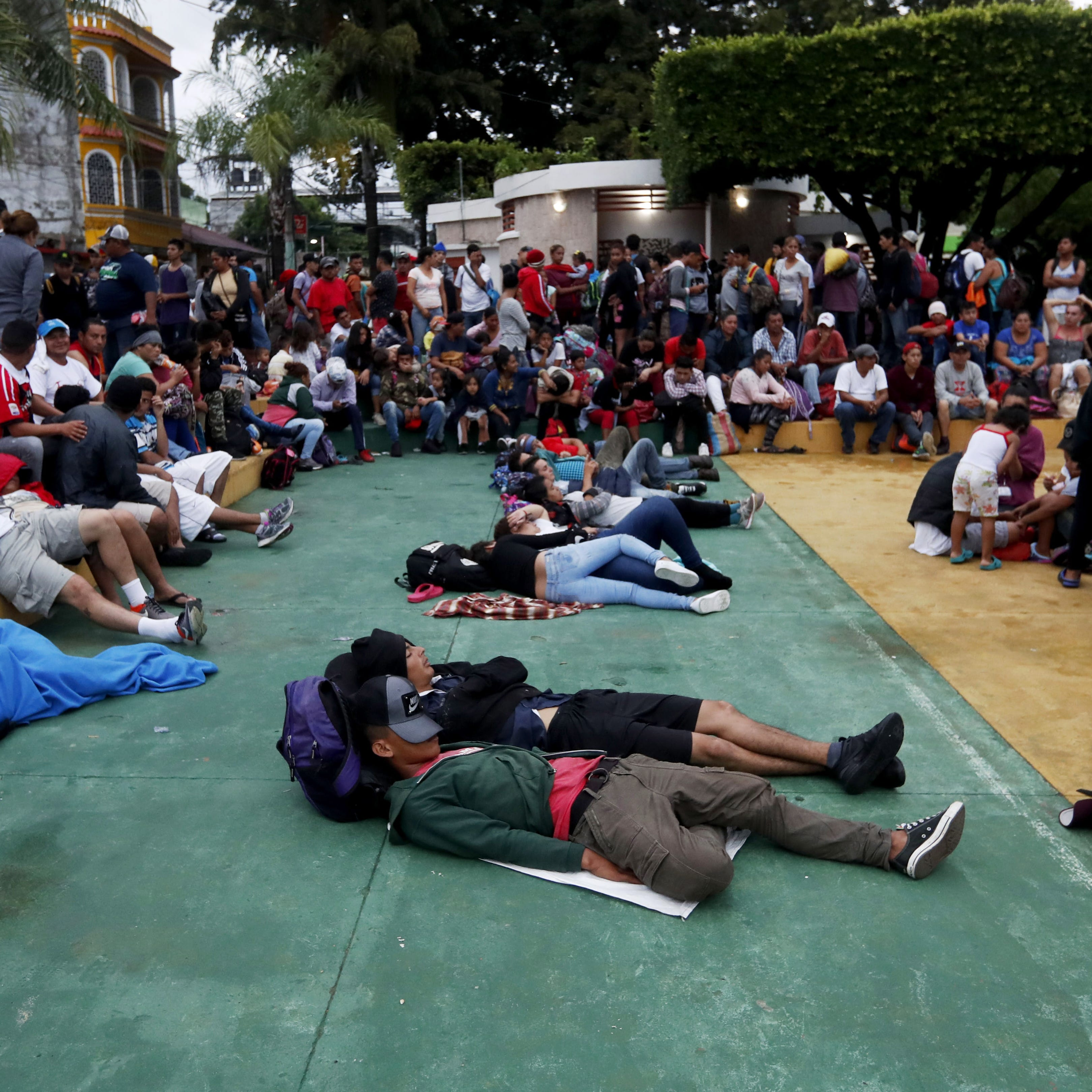 Thousands of caravan migrants stopped at Guatemalan border clash with police