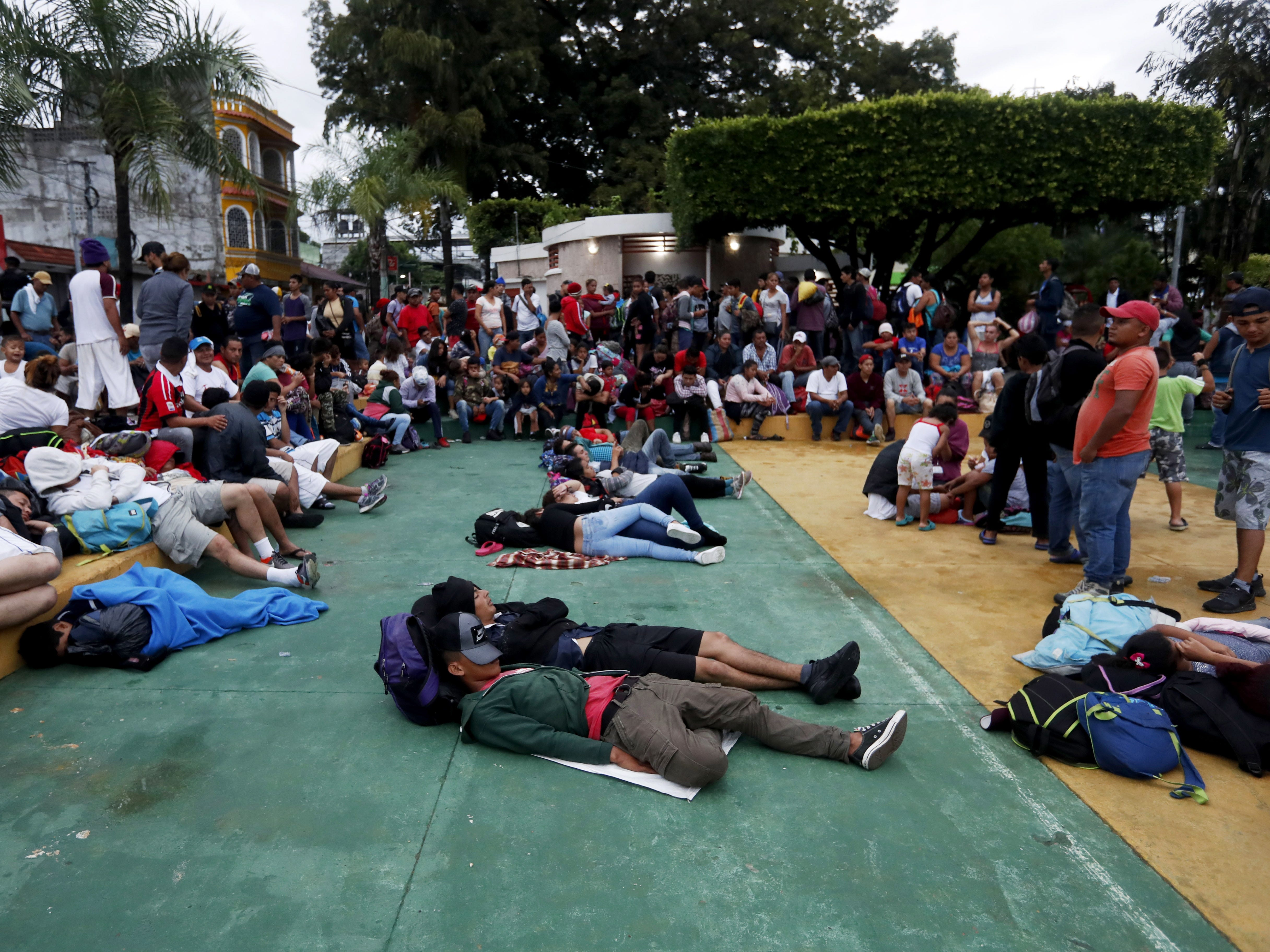 epa07104769 Honduran migrants rest in the Tecun Uman's park in Escuintla, Guatemala, 19 October 2018, before continue their way to Mexico. Migrants, who hope to arrive to the United States to seek better living conditions, slept in an open-air theater and in the Catholic church of Tecun Uman, a few kilometers from the Suchiate River, which divides Guatemala and Mexico, where a group of migrants has already started a new stage of the crossing.  EPA-EFE/ESTEBAN BIBA ORG XMIT: GU502