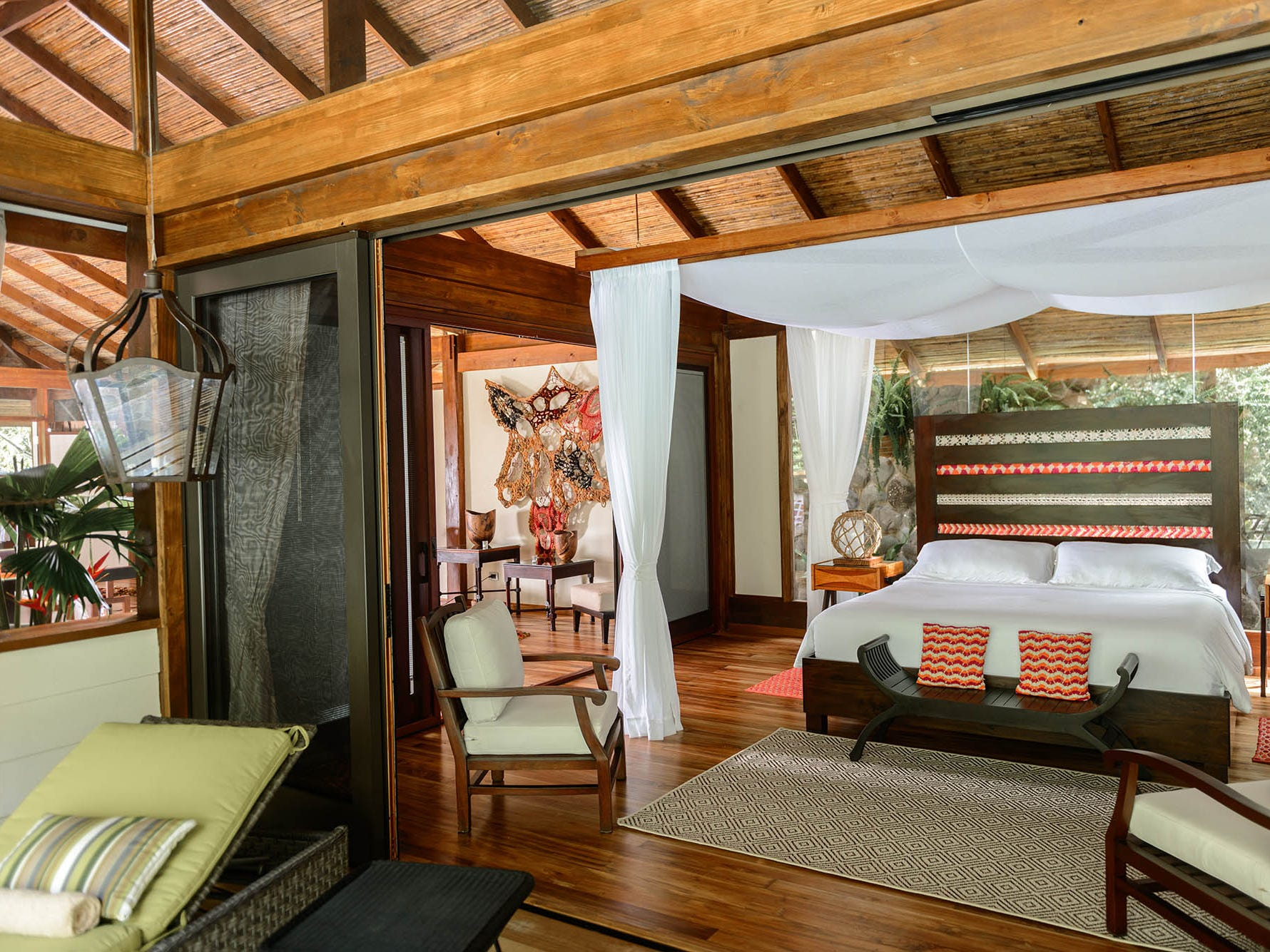 The upscale Pacuare Lodge has 20 suites with a sophisticated interior design inspired by the craftsmanship and lodgings of the Cabécar indigenous people.
