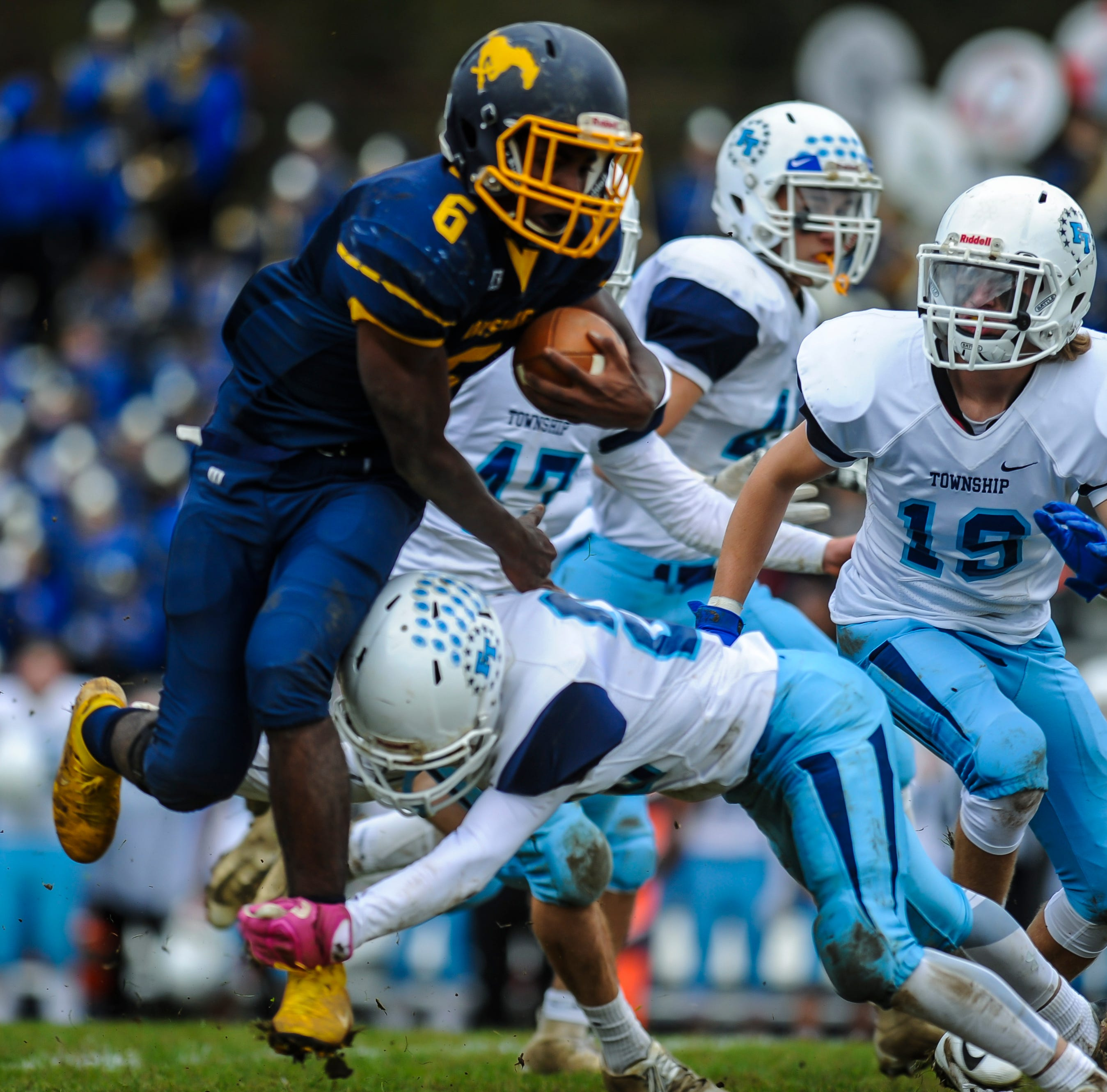 NJ football: Marlboro upsets Freehold Township on interceptions, Alston's running