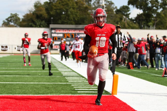Vineland quarterback Ryan Shelton runs for a touchdown during Saturday's 31-7 win over Washington Township. The Fighting Clan clinched a playoff berth with the victory, but lost Shelton to an injury late in the game.