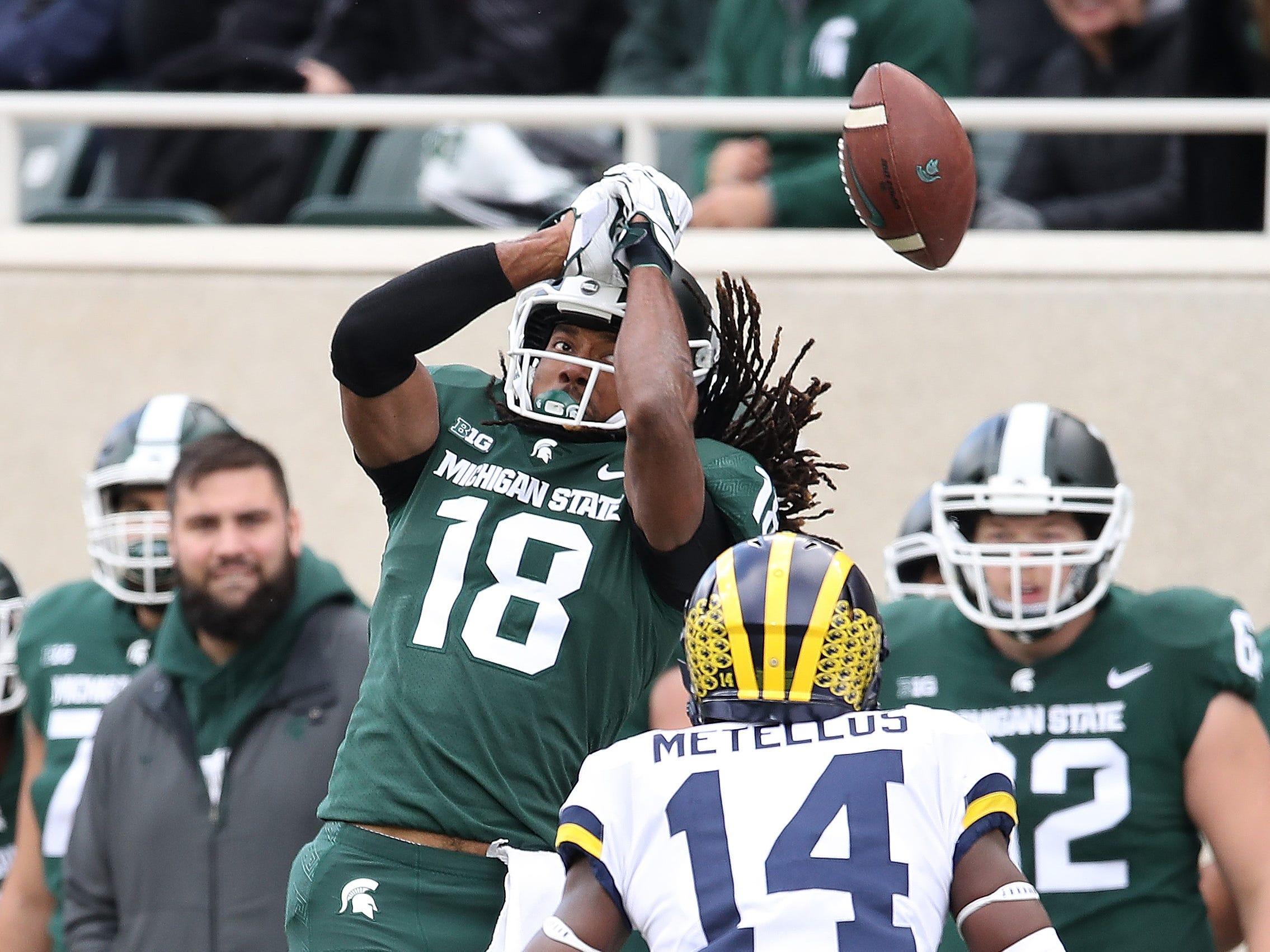 Michigan State's Felton Davis III can't make a first-quarter catch next to Michigan's Josh Metellus at Spartan Stadium on Oct. 20, 2018 in East Lansing.