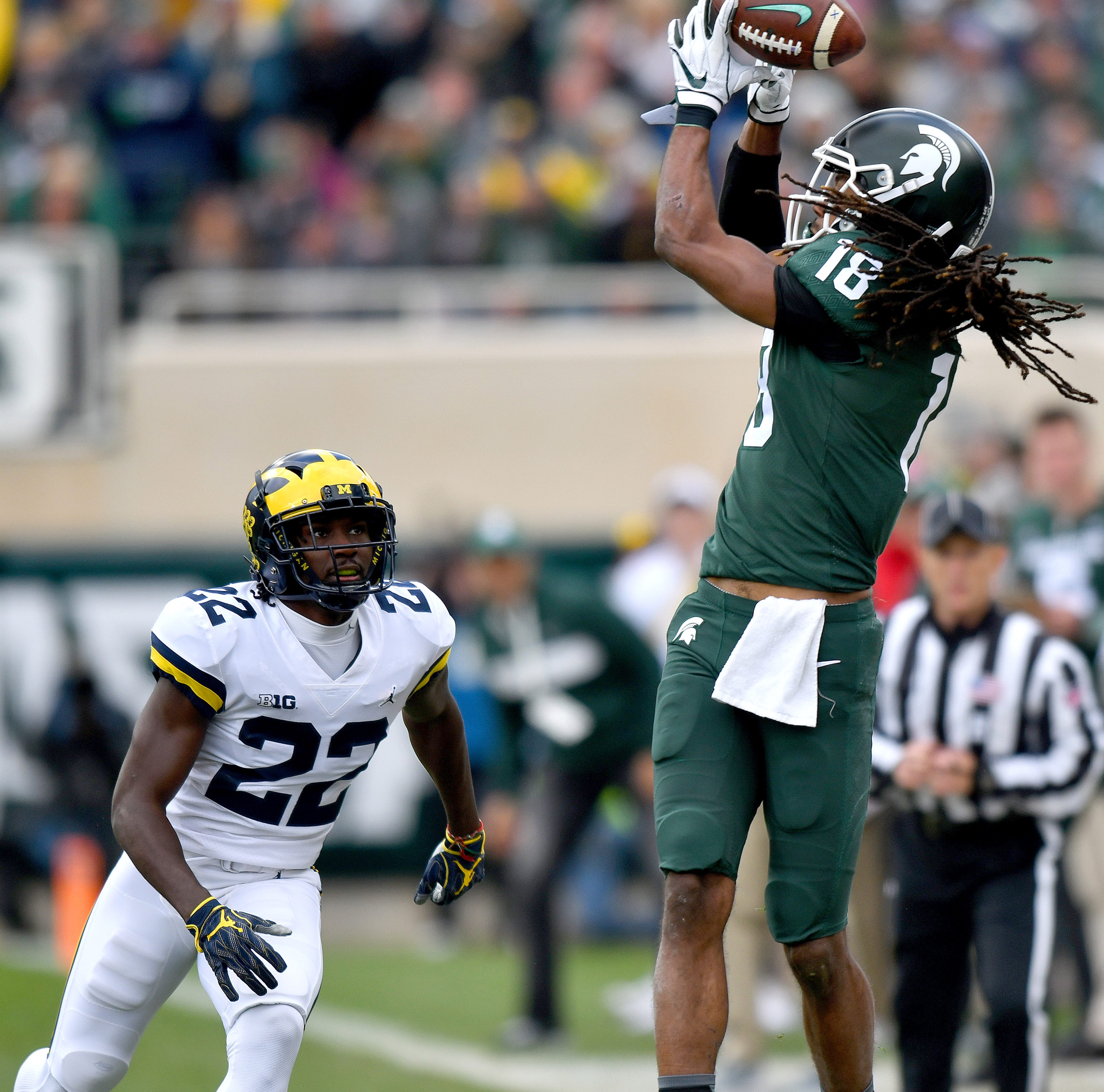 Felton Davis can't hold onto this pass from Brian Lewerke in the first quarter in front of Wolverine David Long (22).