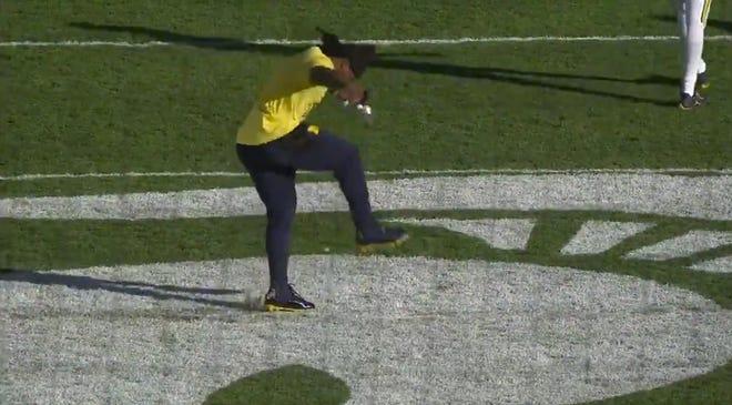 Michigan linebacker Devin Bush tears up the Spartan logo at midfield during warm-ups