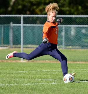 Woodmore's Phoebe Jackson made 19 saves in a 2-1 victory over Genoa.