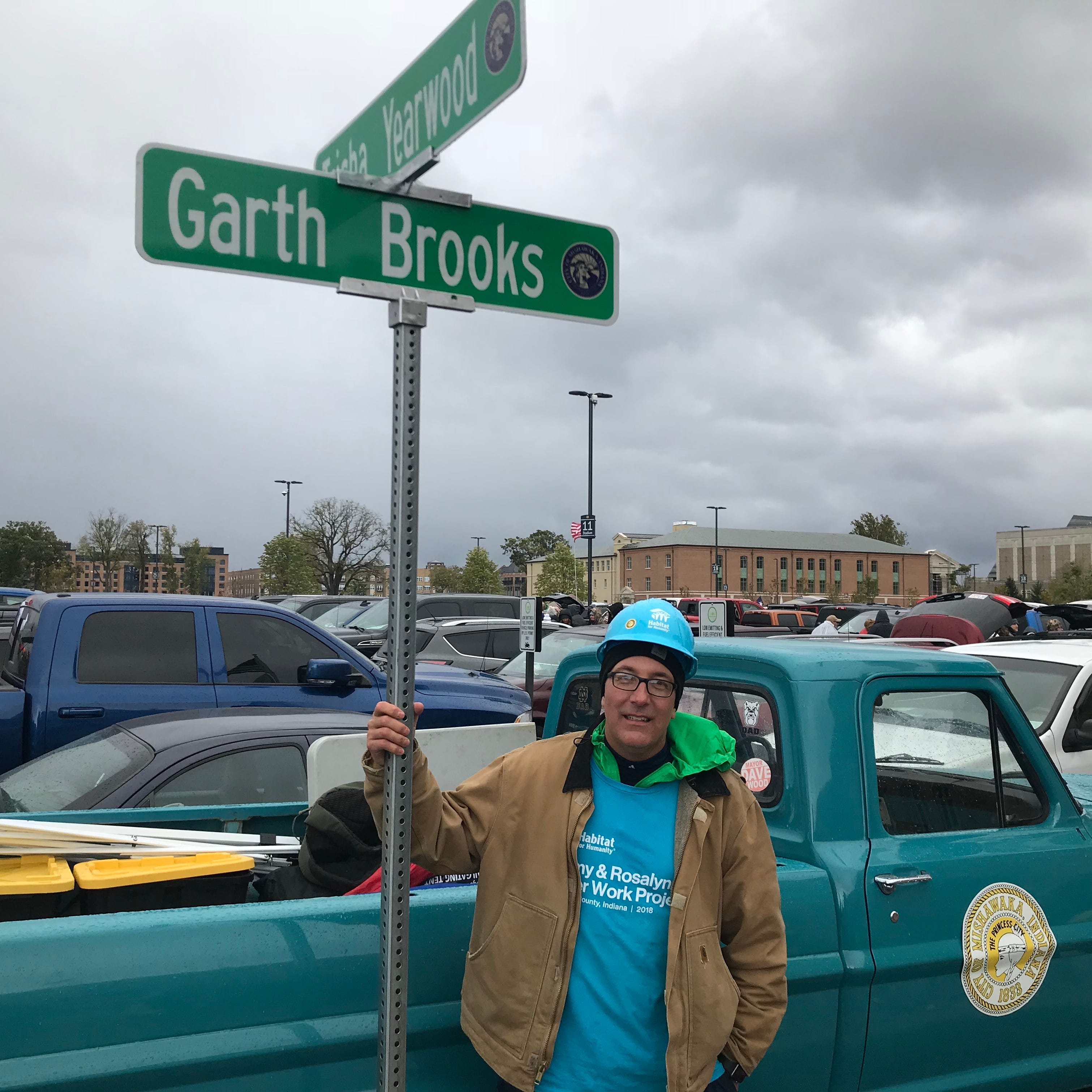 Garth Brooks at Notre Dame: Friday soundcheck in front of students, faculty raises money for scholarship fund