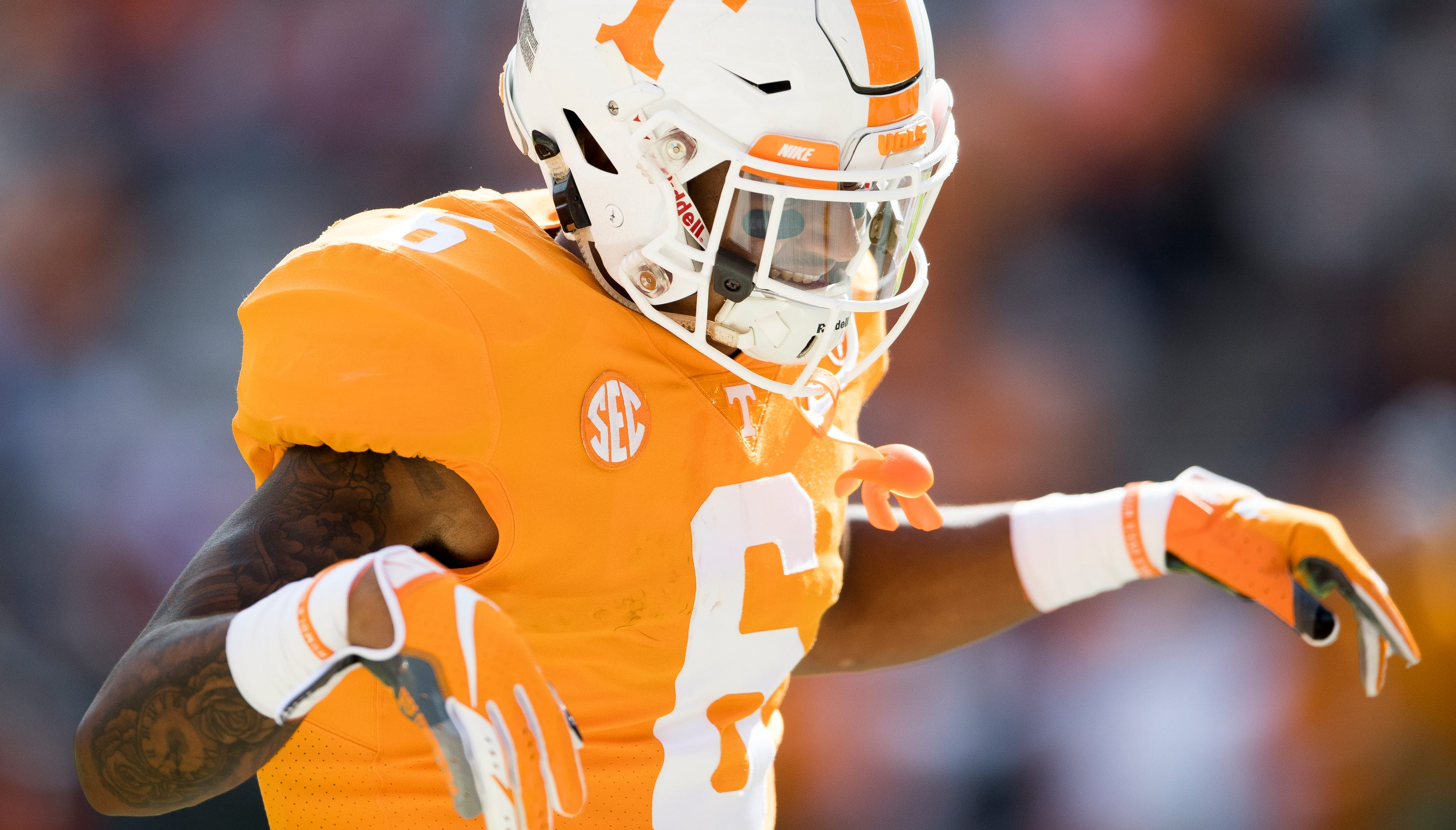 Ut vols football alontae taylor ejected for targeting against charlotte