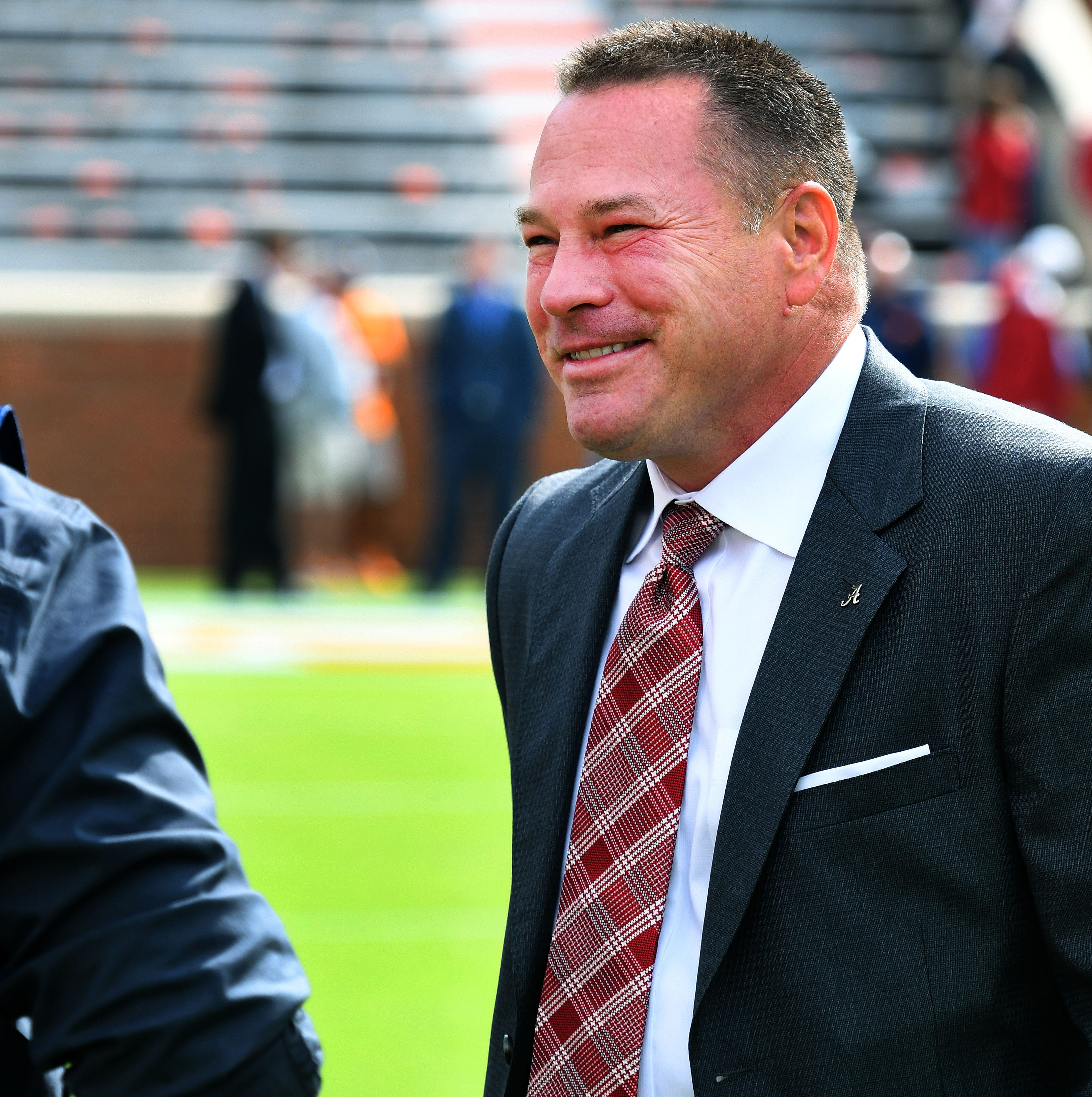 Butch Jones returns to Tennessee as Alabama intern