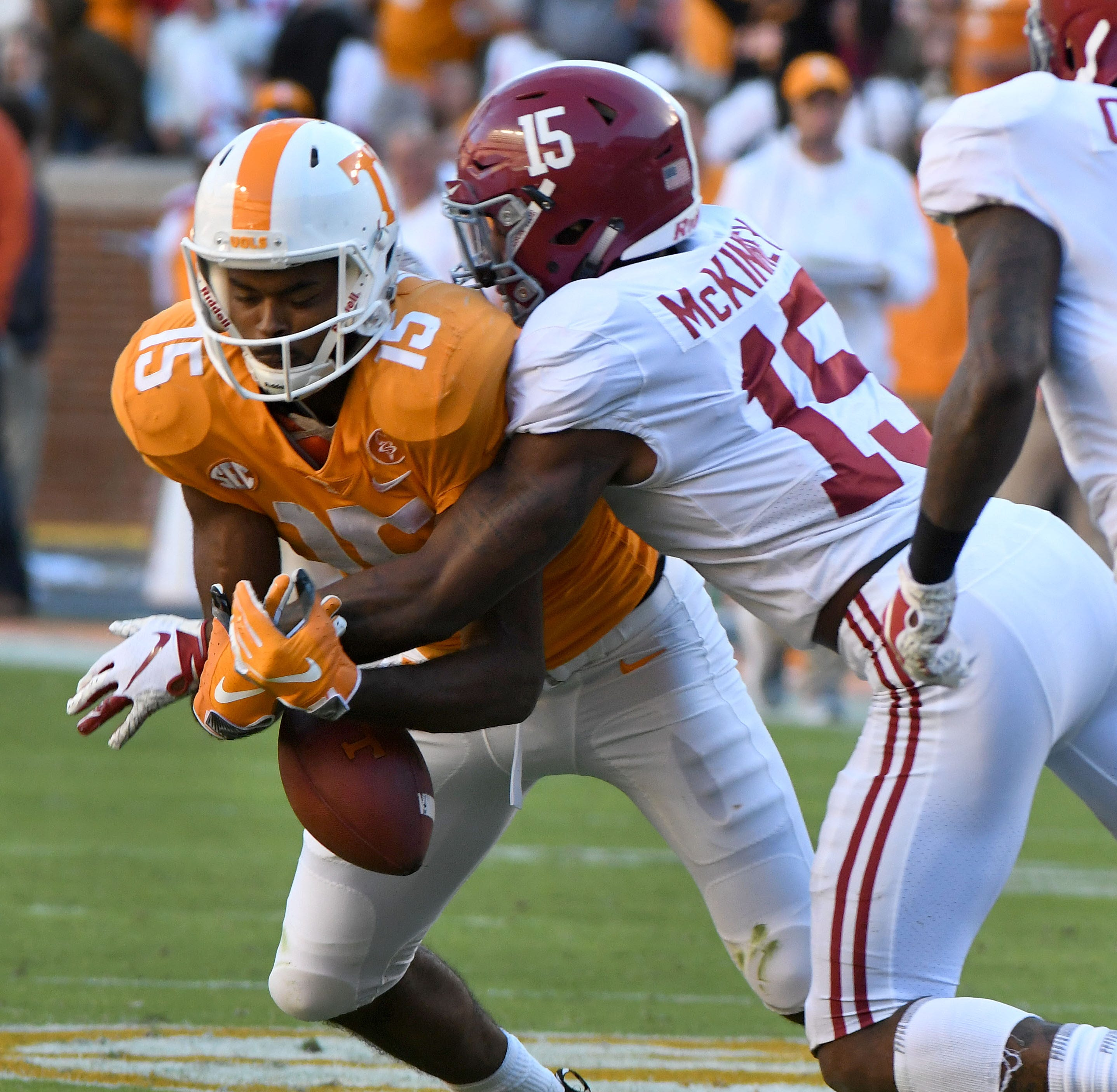 UT Vols give No. 1 Alabama help it doesn't need in rout