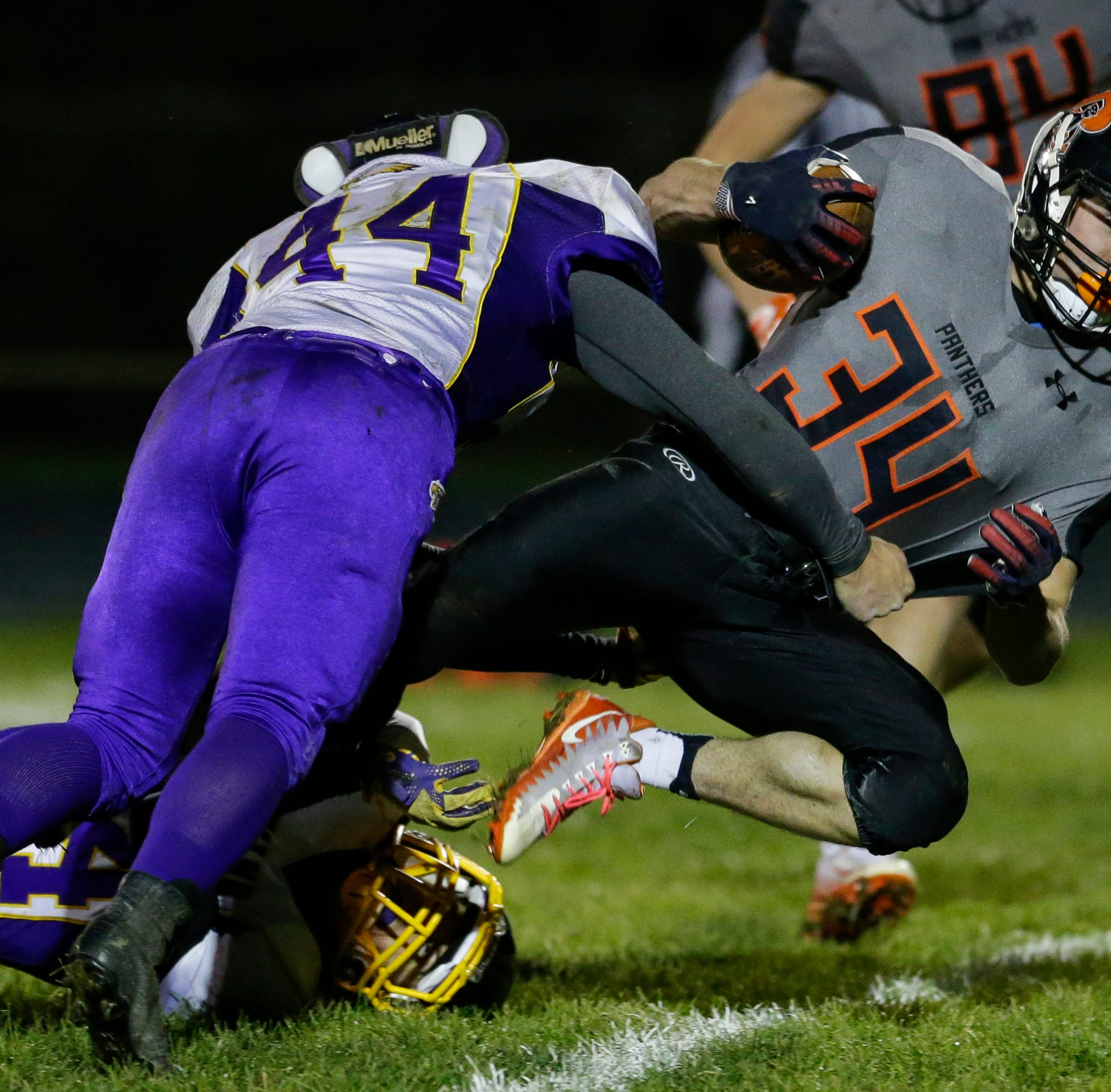 WIAA football: Reedsville's Stelzer sensational in first-ever home playoff win