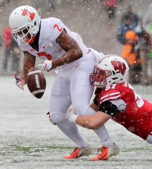 Wisconsin linebacker Jack Sanborn tackles Illinois running back Reggie Corbin and causes a fumble.