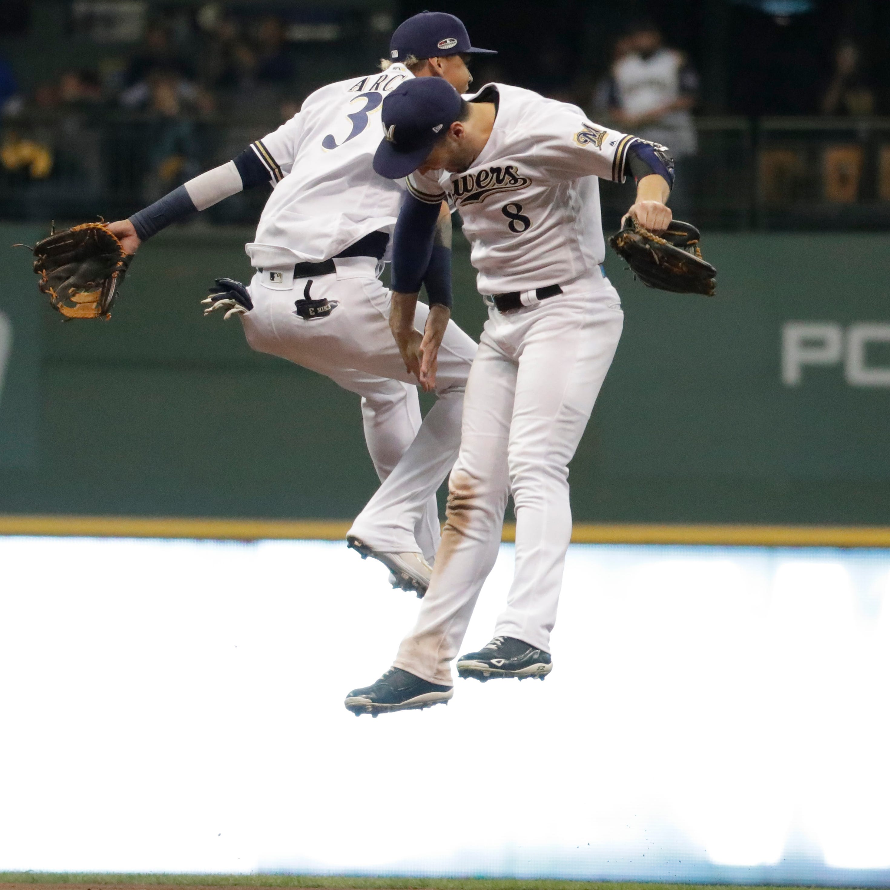 Haudricourt: Energy from fans spurs the Brewers to their first Game 7 since the World Series in 1982