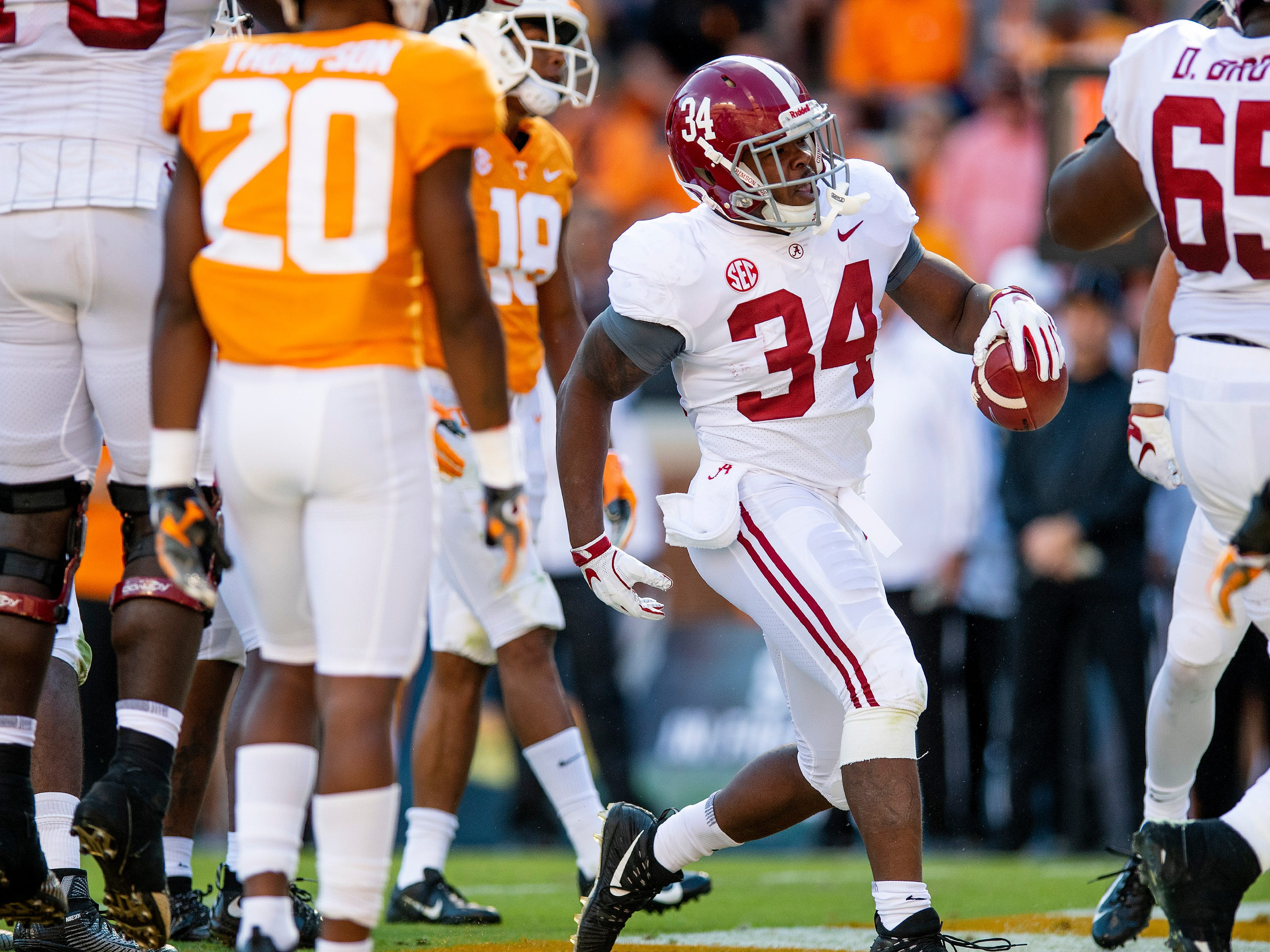 Alabama running back Damien Harris (34) scores a touchdown against Tennessee in first half action at Neyland Stadium in Knoxville, Tn., on Saturday October 20, 2018.