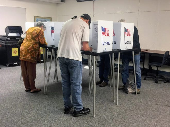 County residents took advantage of the start of early voting throughout the county Saturday, Oct. 20, by casting their ballots at Thomas Branigan Memorial Library, 3499, 200 E. Picacho Ave.
