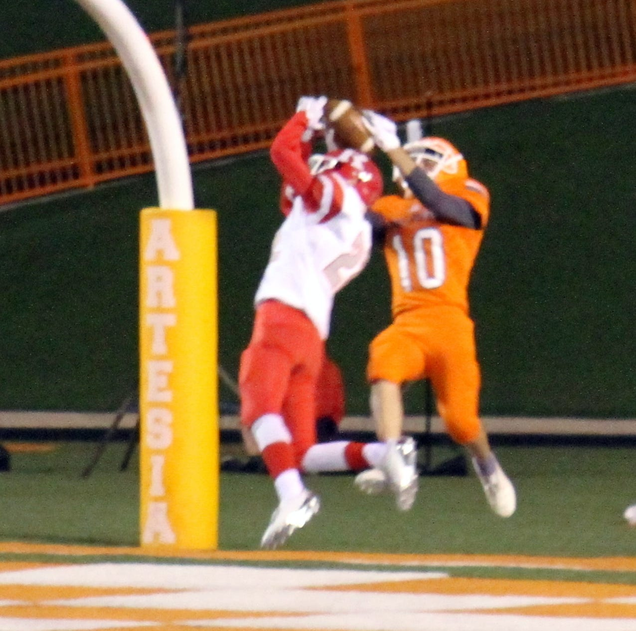 Last-second heroics for No. 3 Artesia vs. No. 2 Roswell