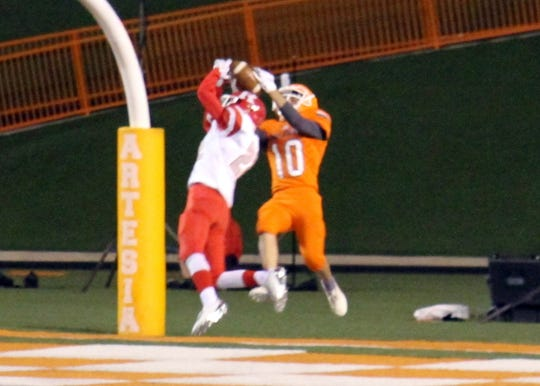 Artesia's Braxton McDonald (10) wins a jump ball against Roswell to score the first touchdown of the game. McDonald finished the game with two touchdown receptions.