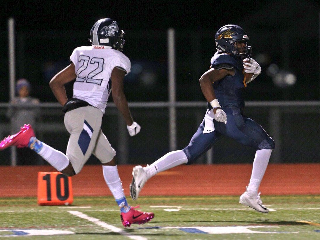 Victor's Rushawn Baker breaks away on a long touchdown run in the first half of Friday's game against Eastridge.