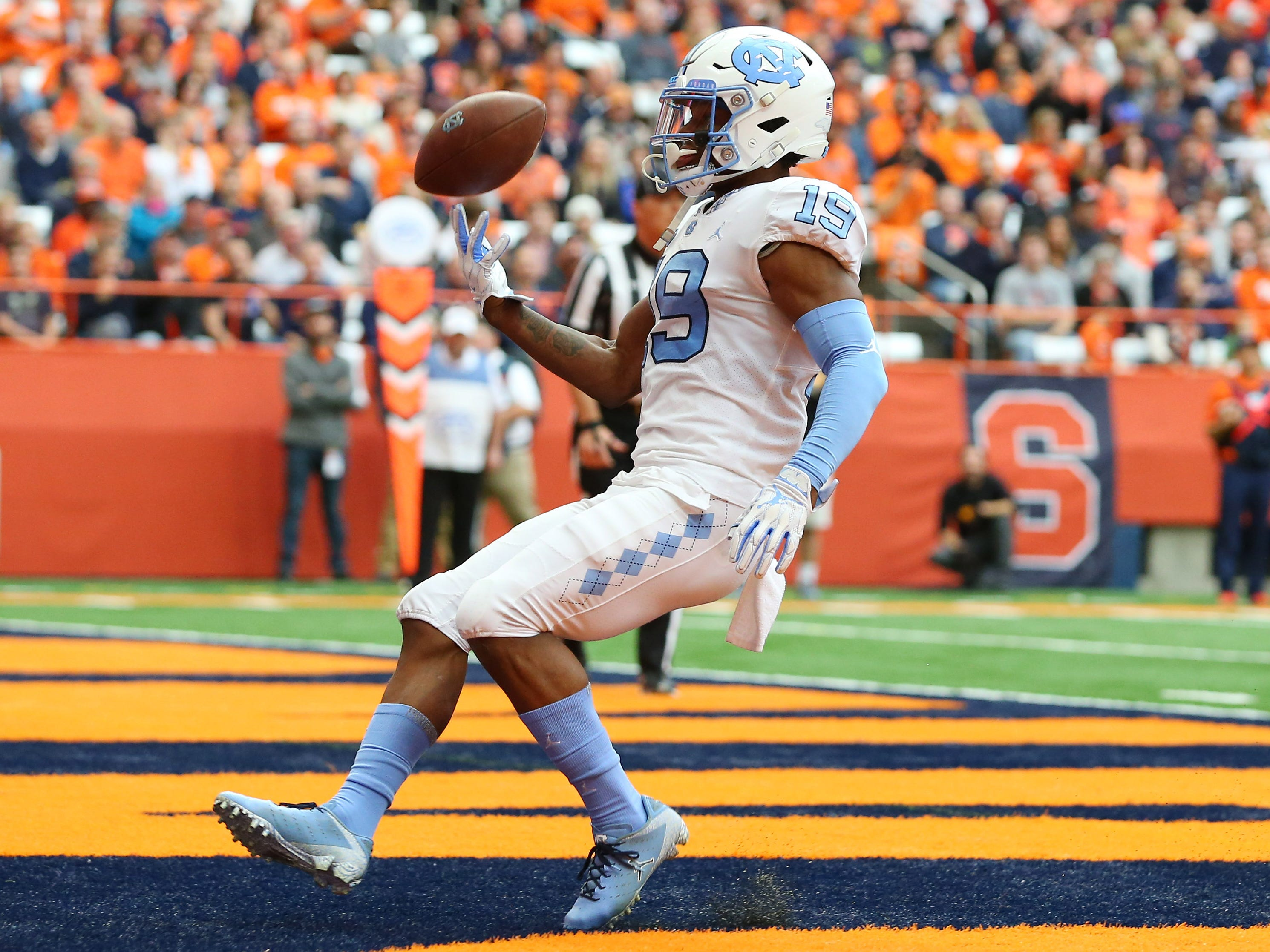 North Carolina Tar Heels wide receiver Dazz Newsome cruises in for a first-quarter touchdown against Syracuse at the Carrier Dome.
