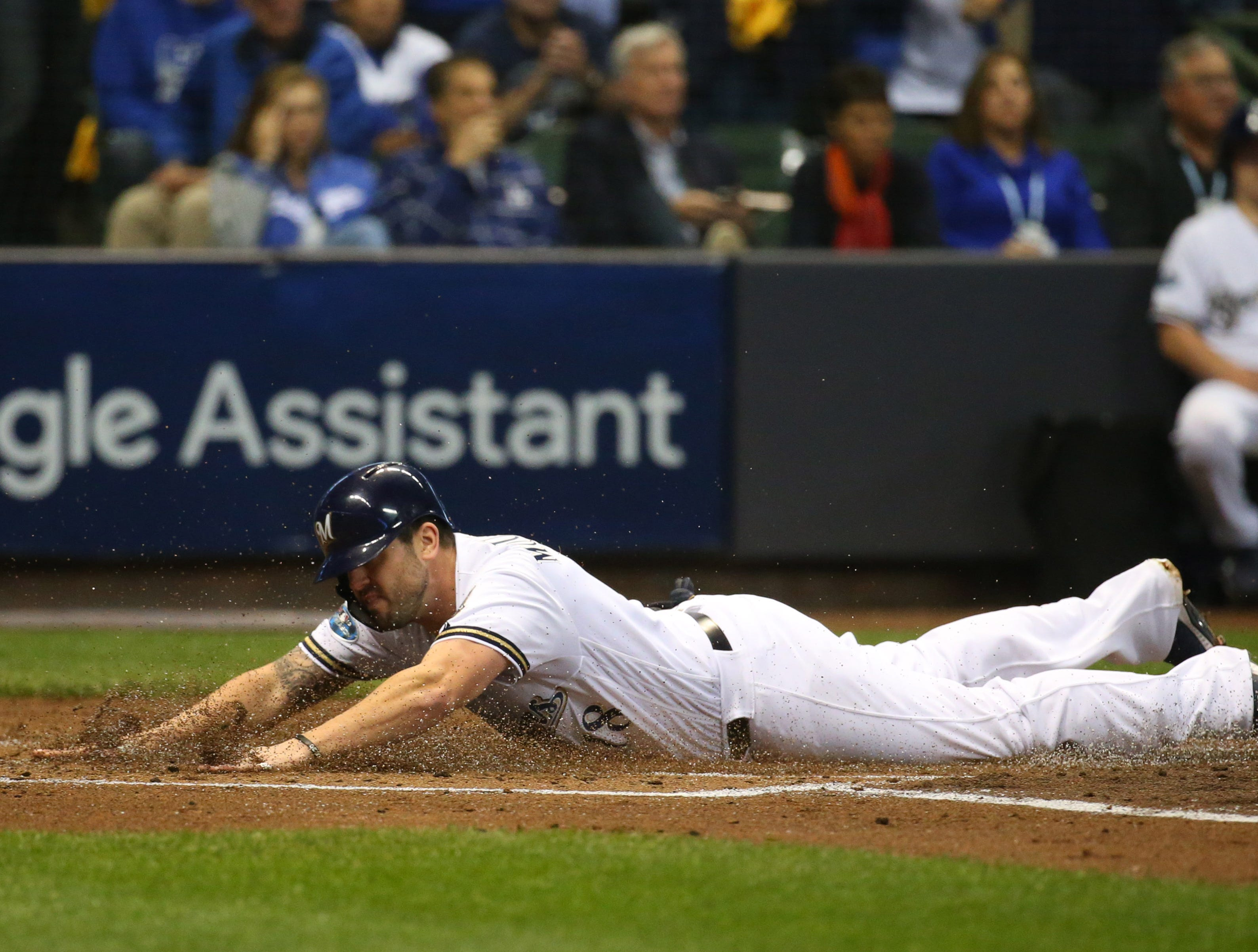 NLCS Game 6: Mike Moustakas scores a run in the first inning.
