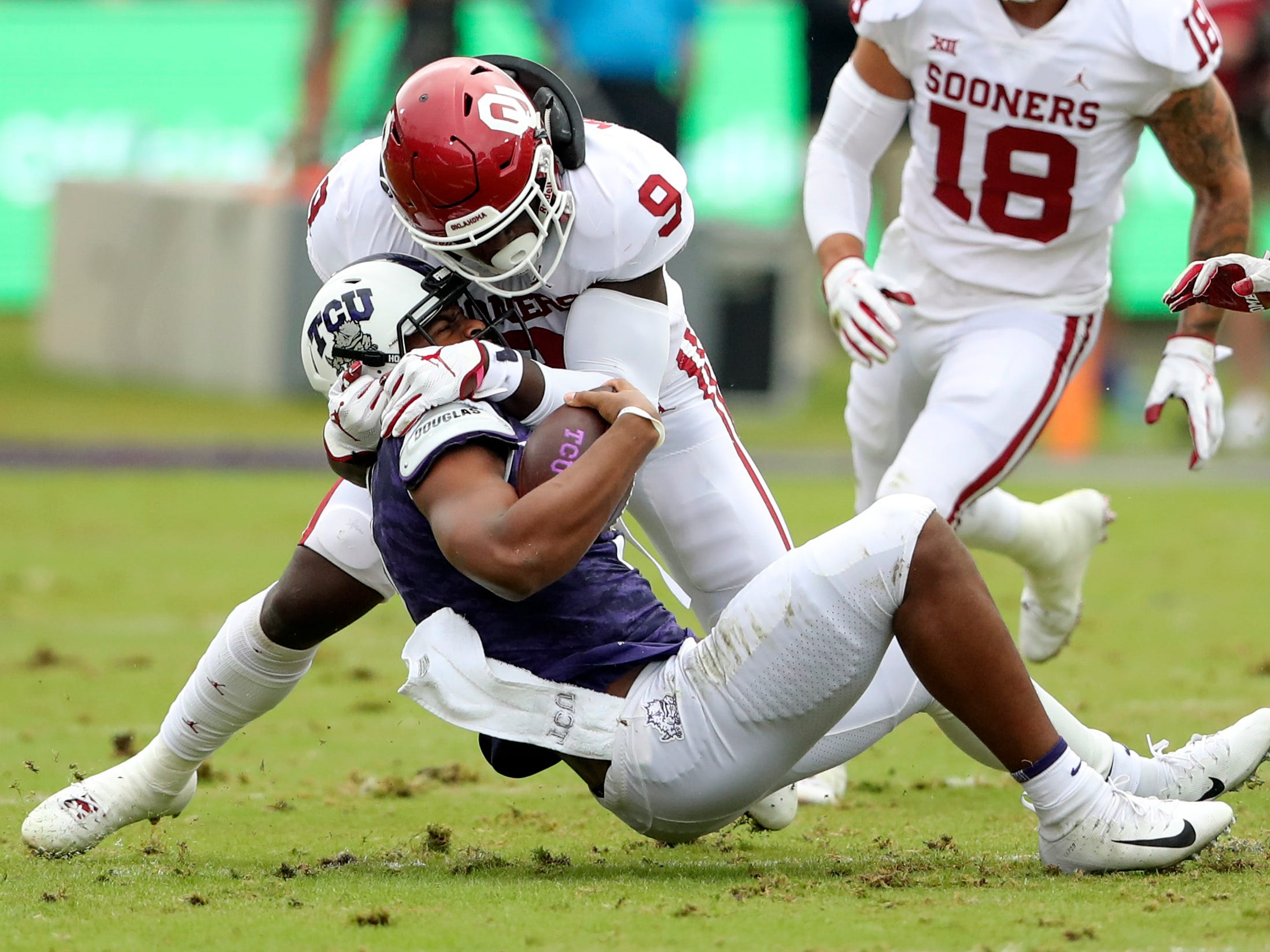 Oklahoma Sooners linebacker Kenneth Murray (9) crunches TCU Horned Frogs quarterback Shawn Robinson during the first quarter at Amon G. Carter Stadium.